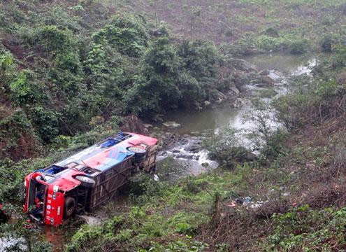 Xe khách người Việt gặp nạn tại Lào, 1 người chết, 7 người bị thương 4