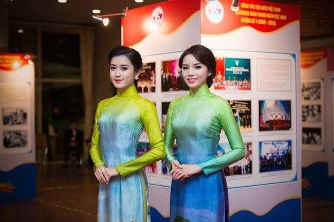 Hoa hậu Kỳ Duyên, Á hậu Huyền My đọ sắc sau khi đăng quang 5