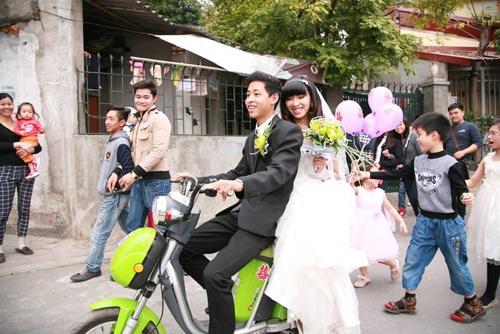 Thích thú với màn rước dâu bằng xe đạp điện của 9X Hà thành 6