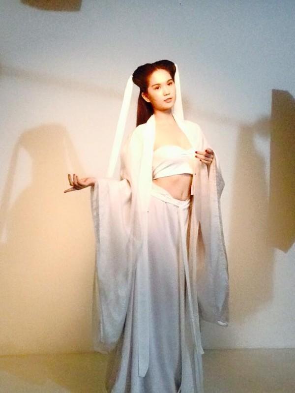 Ngọc Trinh gây tranh cãi khi hóa thân thành Tiểu Long Nữ phiên bản Việt 5
