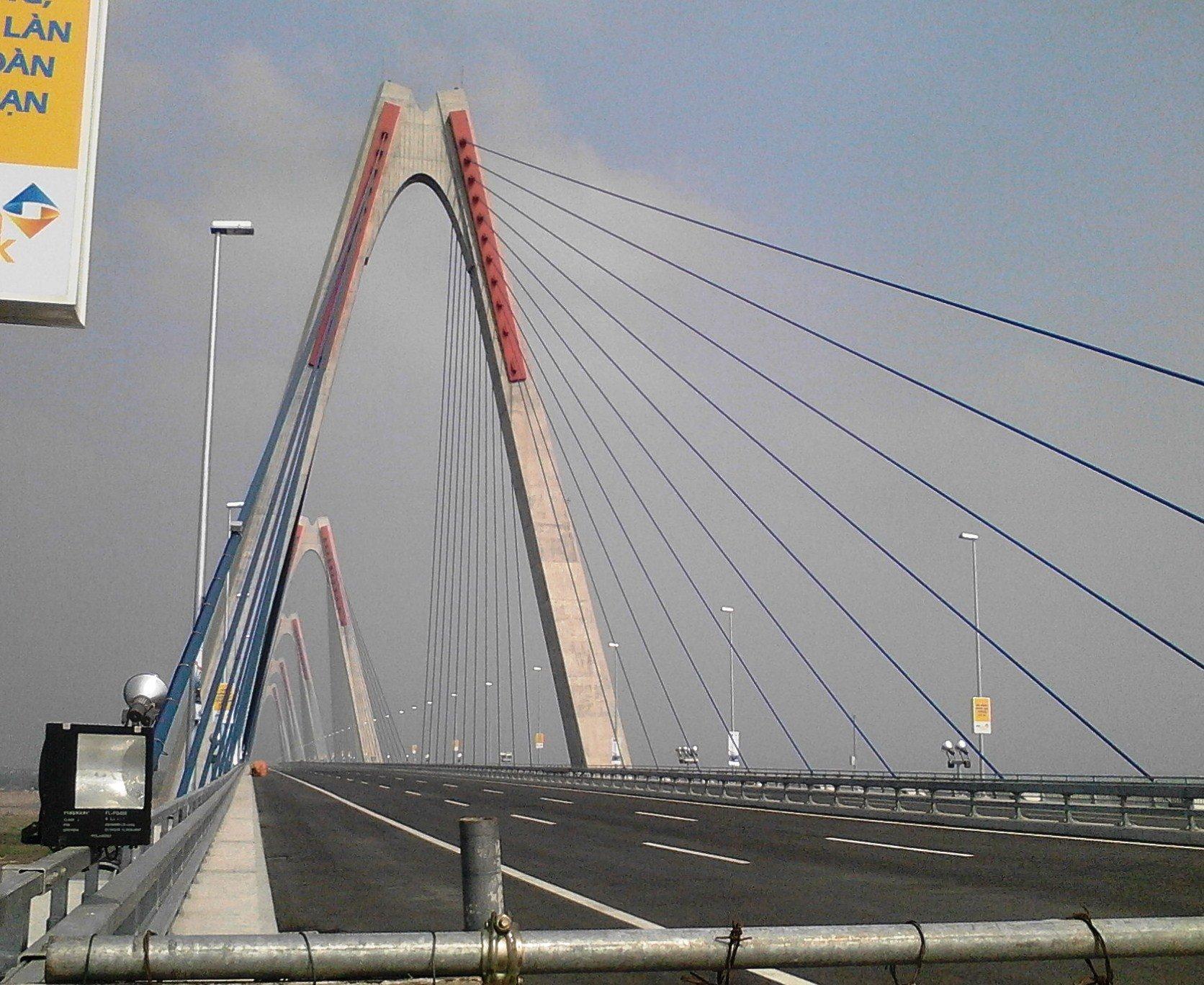 Chùm ảnh cầu dây văng gần 14 tỷ vượt sông Hồng 7