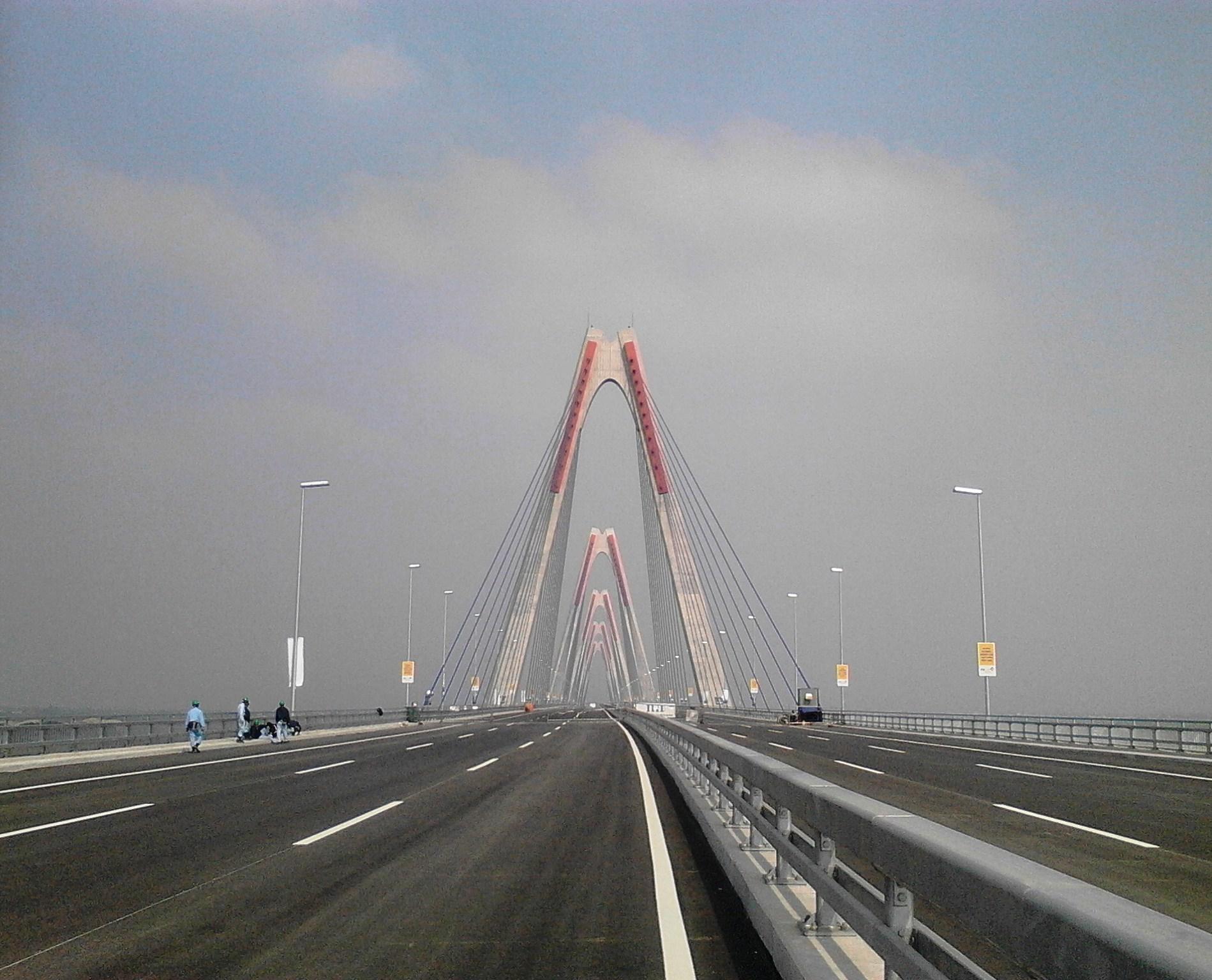 Chùm ảnh cầu dây văng gần 14 tỷ vượt sông Hồng 14