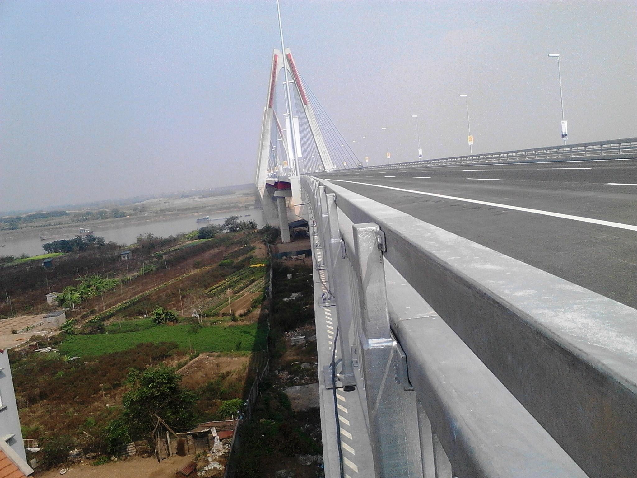 Chùm ảnh cầu dây văng gần 14 tỷ vượt sông Hồng 12