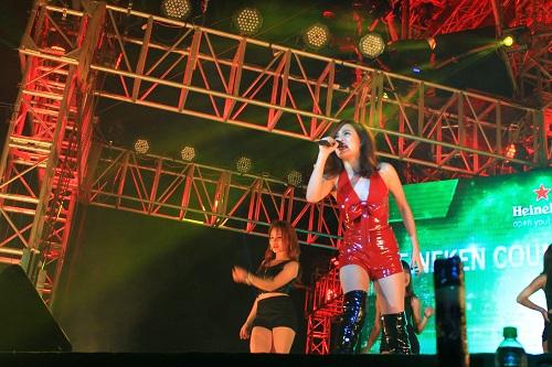 Tuấn Hưng, Hồ Ngọc Hà 'đốt cháy' sân khấu đêm giao thừa 10