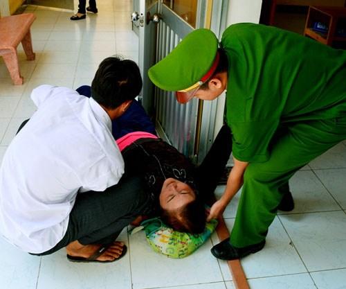 Bị cáo được tuyên vô tội, gia đình bị hại 'đại náo' tại tòa 8