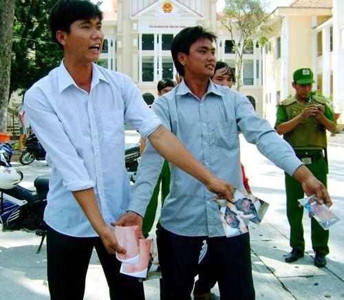 Bị cáo được tuyên vô tội, gia đình bị hại 'đại náo' tại tòa 7