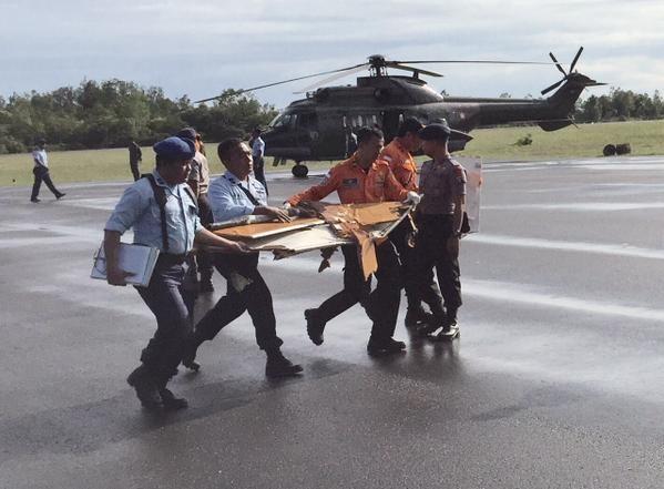 Máy bay QZ8501 mất tích: Lực lượng cứu hộ rất khó tiếp cận hiện trường 6