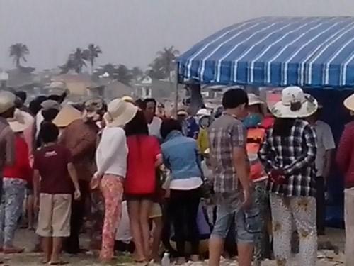 Nghỉ tết Dương lịch, 2 sinh viên ra kè biển tắm bị nước cuốn trôi 5