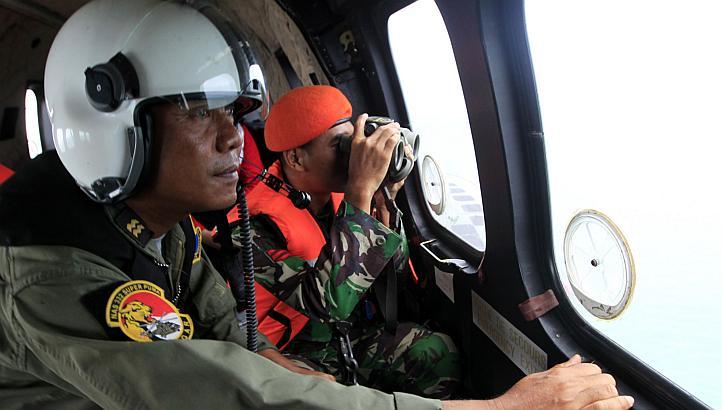Chuyến bay QZ8501: Phát hiện 2 vật thể lớn ở độ sâu 30 mét 5