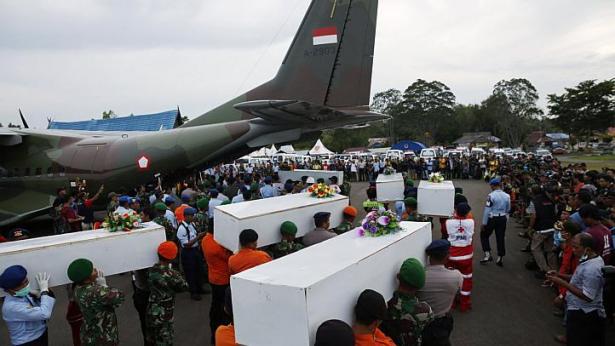 Chuyến bay QZ8501: 37 thi thể được tìm thấy, hộp đen đang ở rất gần 6