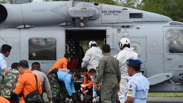 Chuyến bay QZ8501: 37 thi thể được tìm thấy, hộp đen đang ở rất gần 8