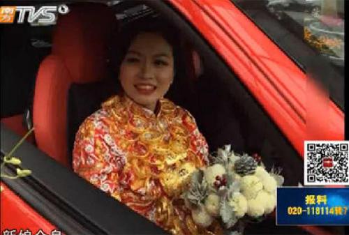 Cô dâu treo 5kg vàng, rước dâu bằng siêu xe Mercedes 5