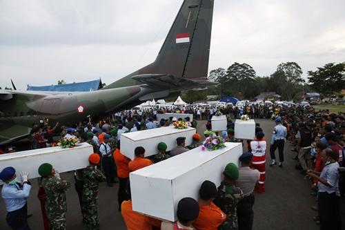 Hành khách xấu số trên chuyến bay QZ8501 được bồi thường ra sao? 5