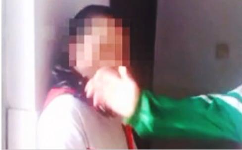 Nữ sinh Trung Quốc bị đánh hội đồng vì không mặc đồng phục 4