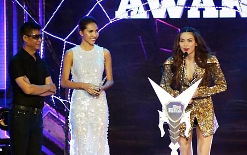 Hồ Ngọc Hà thắng Mỹ Tâm tại giải nghệ sĩ của năm 5
