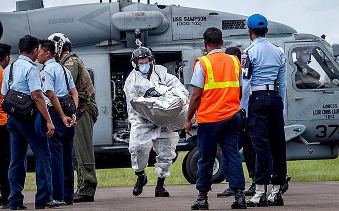 Những di vật của nạn nhân QZ8501 vớt được từ nơi máy bay rơi 10