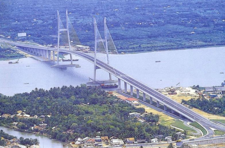Tuyên bố tự tử rồi lên nhảy cầu Mỹ Thuận 5