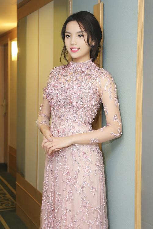 Hoa hậu Kỳ Duyên đẹp khác lạ nhờ 'dao khéo' hay photoshop? 24