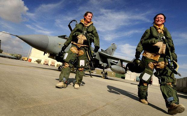 Chân dung nữ chỉ huy phi đội ném bom đầu tiên của Không quân Anh 6