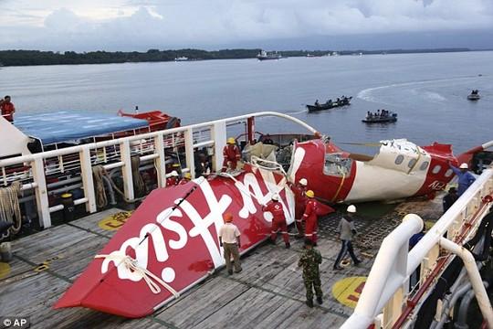 Máy bay QZ8501 đã nổ tung trước khi lao xuống biển? 5