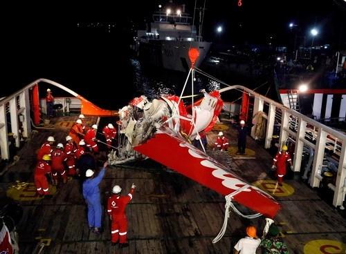 Vớt được hộp đen của máy bay gặp nạn QZ8501 5