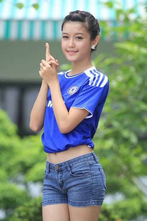 Á hậu Huyền My bất ngờ xuất hiện trên fanpage thế giới của đội Chelsea 6