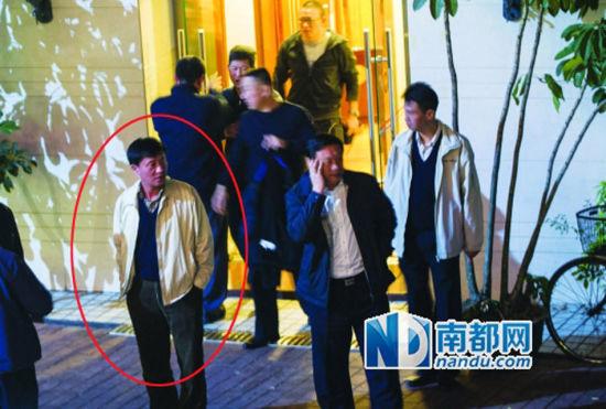 TQ: Bị chụp ảnh ăn nhậu, quan chức cảnh sát hành hung nhà báo 4
