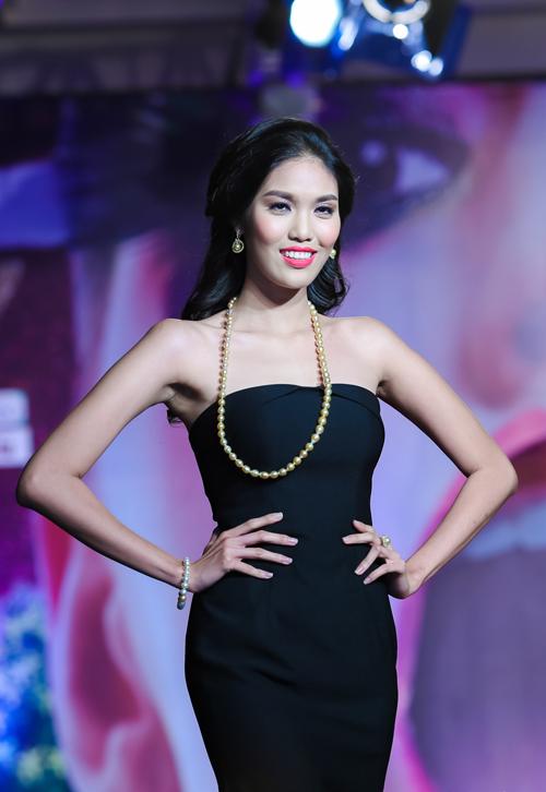 Siêu mẫu Lan Khuê gợi cảm với chiếc váy gần 1 tỷ đồng trên sàn diễn 6