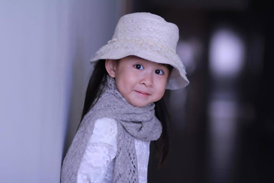 BTV Hoài Anh xinh đẹp bên con gái sau giờ lên sóng thời sự 8
