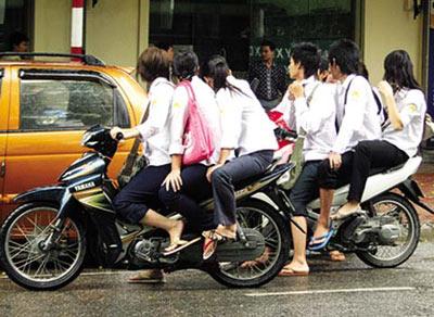 Phụ huynh phải ký cam kết không giao xe máy cho con trong dịp Tết 4