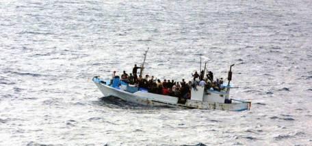 Tàu chở quá tải người di cư sang Malaysia chìm, hơn 20 người mất tích 5