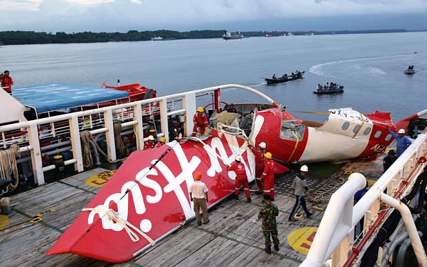 Quá ít thi thể hành khách QZ8501 kẹt trong thân máy bay 5