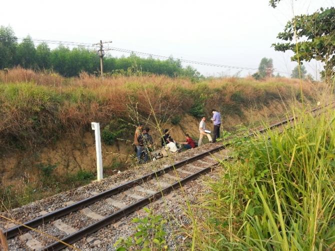 Nằm trên đường ray, nam thanh niên bị tàu đâm tử vong 5