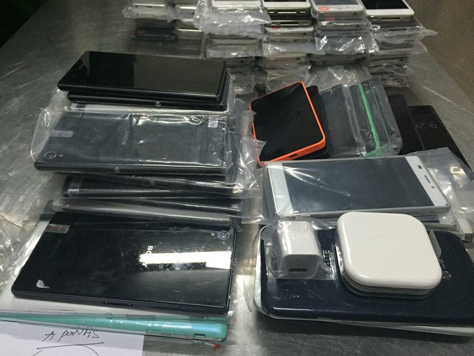Xe khách chở 200 điện thoại đắt tiền bị 141 bắt giữ 6