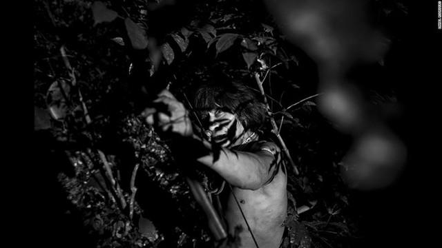 Cận cảnh cuộc sống của bộ lạc ít người nhất hành tinh có nguy cơ tuyệt chủng 5