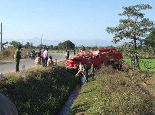 Xe chữa cháy gặp nạn, 8 chiến sỹ cảnh sát bị thương 4