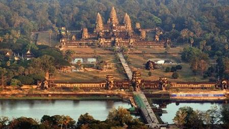 Campuchia bắt giữ 3 du khách Pháp chụp ảnh khỏa thân ở Angkor Wat 5