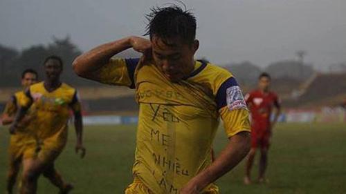 Phát sốt với thông điệp về mẹ của tiền đạo U19 Việt Nam 6