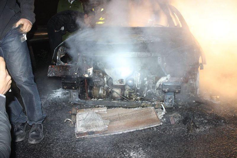 Hà Nội: Xế hộp đang chạy bỗng dưng bốc cháy giữa đường 5