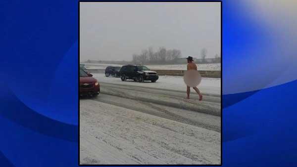 Mỹ: Người đàn ông khỏa thân giữa trời tuyết giá buốt 1