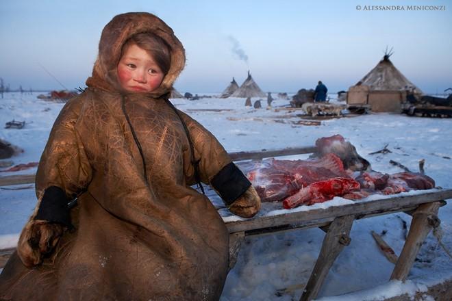 Cận cảnh cuộc sống bộ tộc hoang dã nhất hành tinh 10