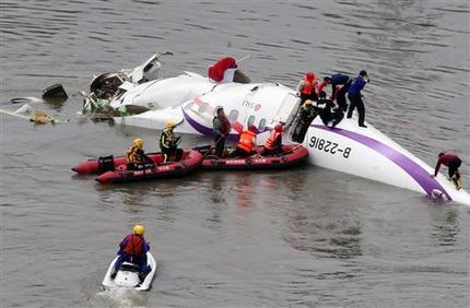 Máy bay Đài Loan chở 58 hành khách rơi xuống sông, 31 người chết 5