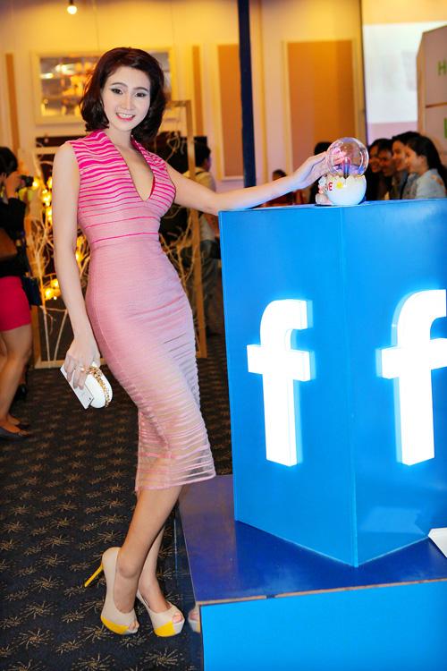 Top 5 Hoa hậu dân tộc Trương Hải Vân giản dị trong lễ hội Facebook 5