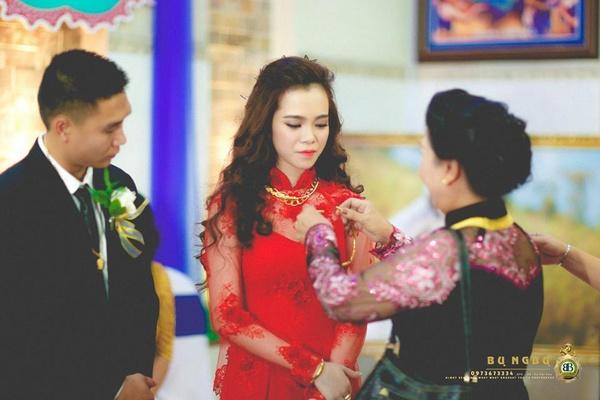 Siêu đám cưới của thiếu gia Đồng Nai, sinh lễ 10 sổ đỏ và Lexus 4