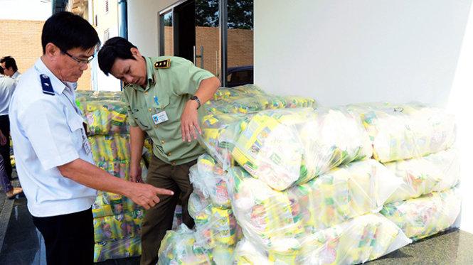Phát hiện hàng giả, gần 6000 công nhân trả lại quà Tết 6