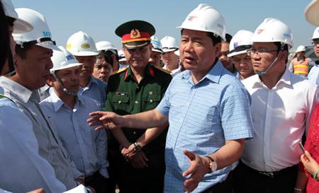 Bộ trưởng Thăng kiểm tra dự án luồng sông Hậu: