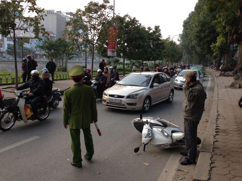 Tai nạn liên hoàn trên đường Láng, 4 người nhập viện 6
