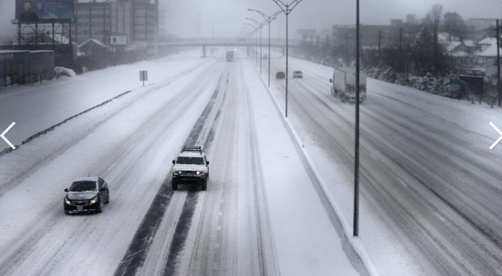 """Chùm ảnh đông bắc Mỹ bị """"chôn vùi"""" trong bão tuyết 6"""