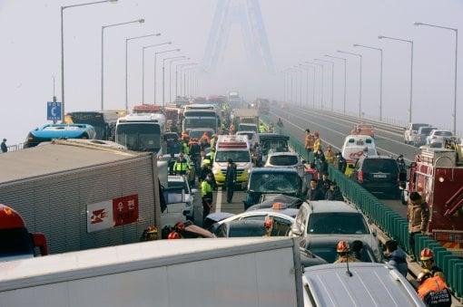 Hàn Quốc: Hơn 100 xe đâm nhau liên hoàn, hàng chục người thương vong 7