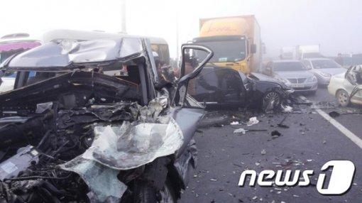 Hàn Quốc: Hơn 100 xe đâm nhau liên hoàn, hàng chục người thương vong 8